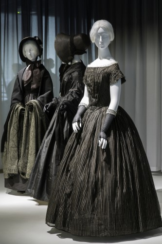 Gallery View Anna Wintour Costume Center, Lizzie and Jonathan Tisch Gallery Image: © The Metropolitan Museum of Art. Here's another break with the past, the use of prominent, and light, stripes.