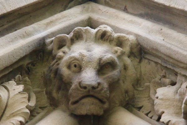 A lion adorns one of the eaves.