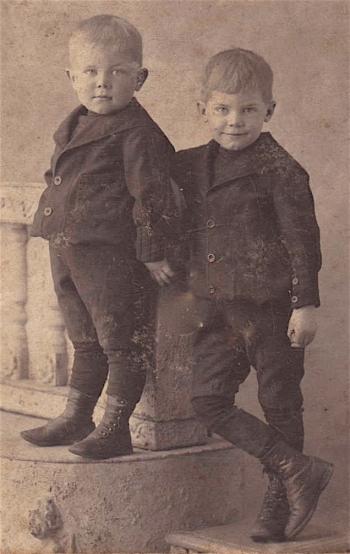 Wilbur on left, Ferdinand on right