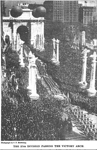 The crowd near the Victory Arch as the 27th marched up Fifth Avenue. This photograph is not from a glass stereoview.