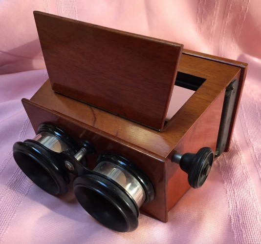 The stereoviewer for the glass slides. The slides are slid into the slot at right and the viewer looks through the lenses to get a 3D effect.