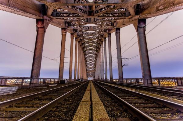 A beautifully-composed bridge photograph.
