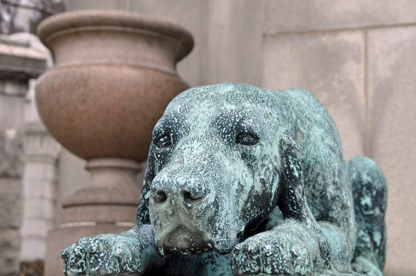 dog monument statue