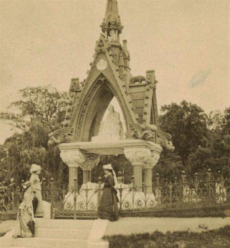 soda fountain king monument